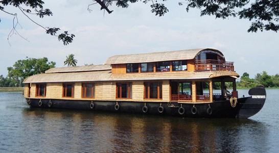 Deluxe-ac-houseboat-vaikom